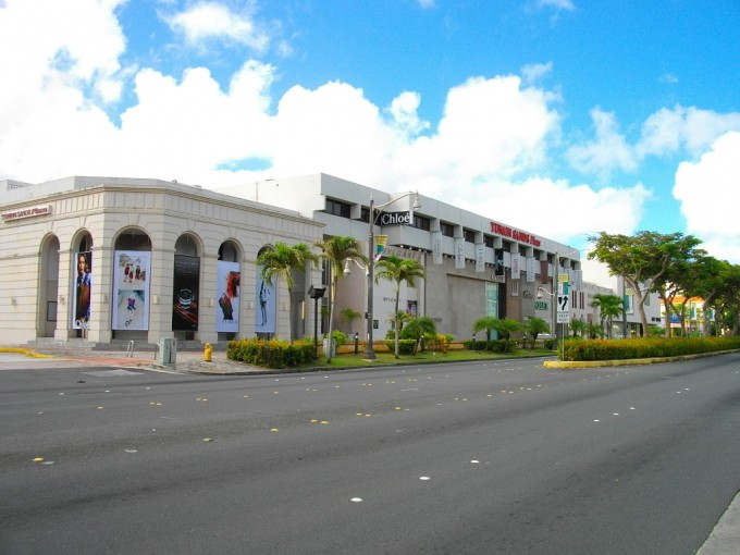 1024px-Tumon_Sands_Plaza