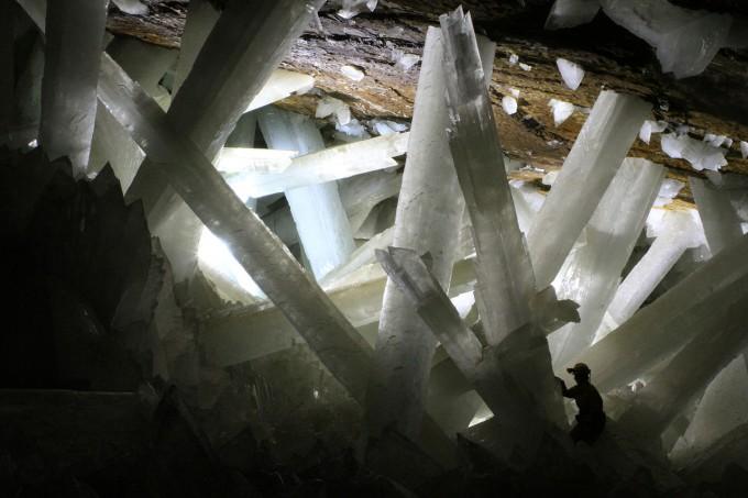 1280px-Cristales_cueva_de_Naica
