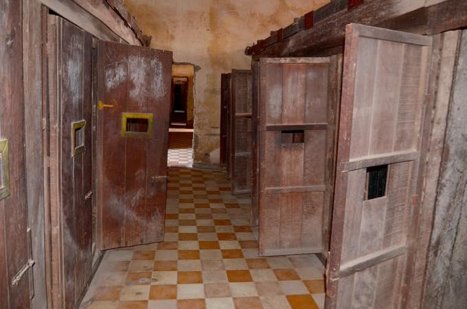 トゥール・スレン虐殺博物館
