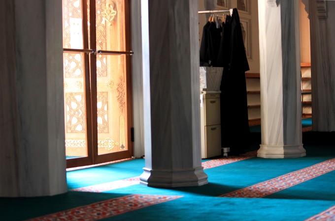 美しい明るさが入るモスク内