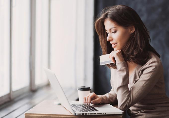 海外からカード会社に電話するときはskypeが便利