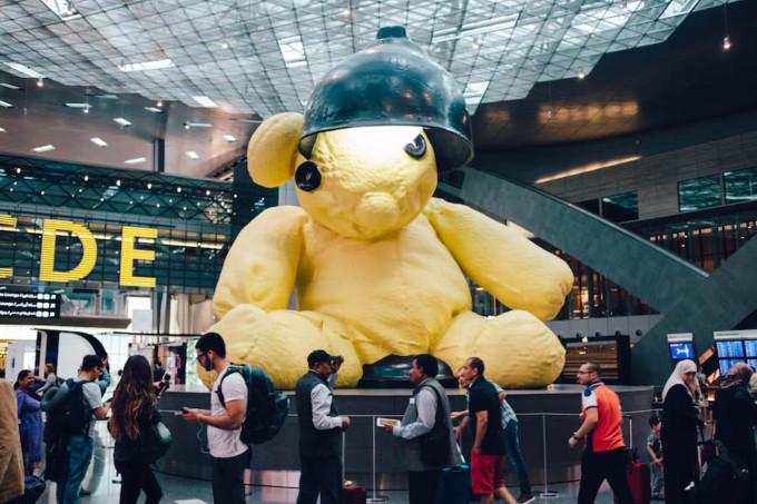 ドーハ空港の大きなテディベア