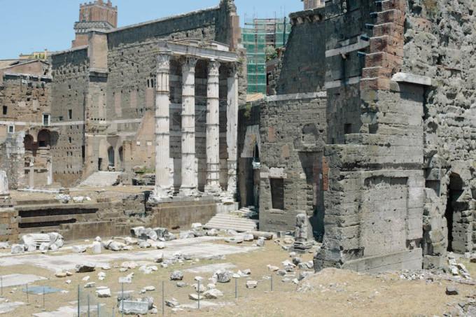 伝統的な建物のフォロ・ロマーノ