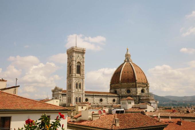 赤い屋根が可愛いサンタマリアノベッラ教会