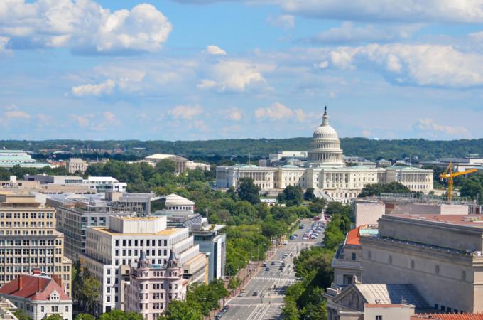 ワシントンD.C.の国会議事堂と景色