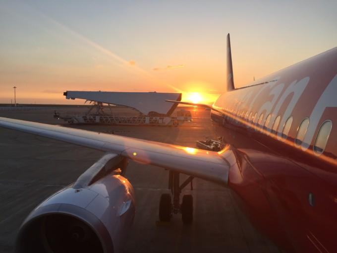 f9e26f04b975 エアアジアは2001年に事業をスタートしたマレーシアの格安航空会社です。「今や誰でも飛行機に乗れる」時代にするという会社の理念に基づき、機内食など必要なサービス  ...