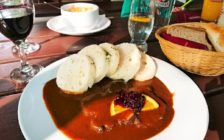 「世界一美しい街」プラハを一望できる!レトナー公園の中に佇む絶品レストラン