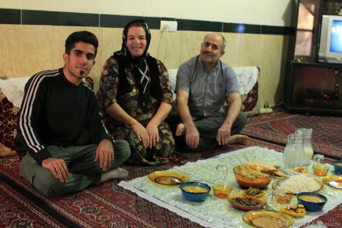 イランのマリーバーンで出会った家族