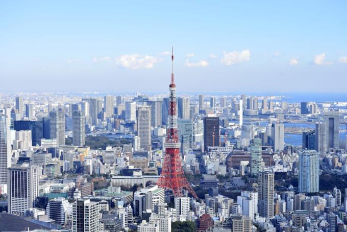 東京タワーと東京の街並み