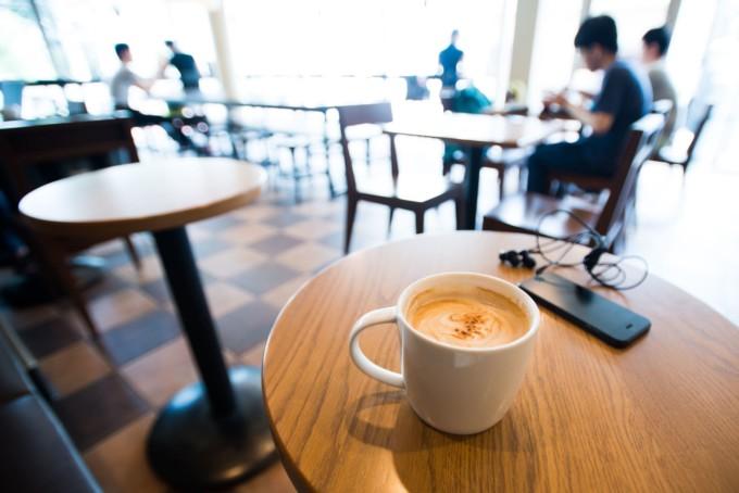 東京のおしゃれなカフェの店内