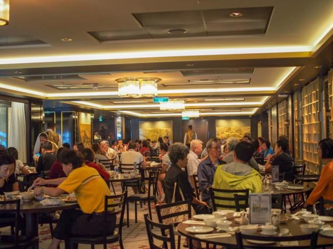クルーズ船内のレストラン