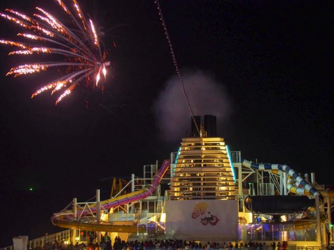 クルーズ船内からの花火