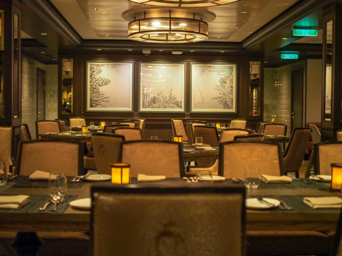 クルーズ船のステーキレストラン