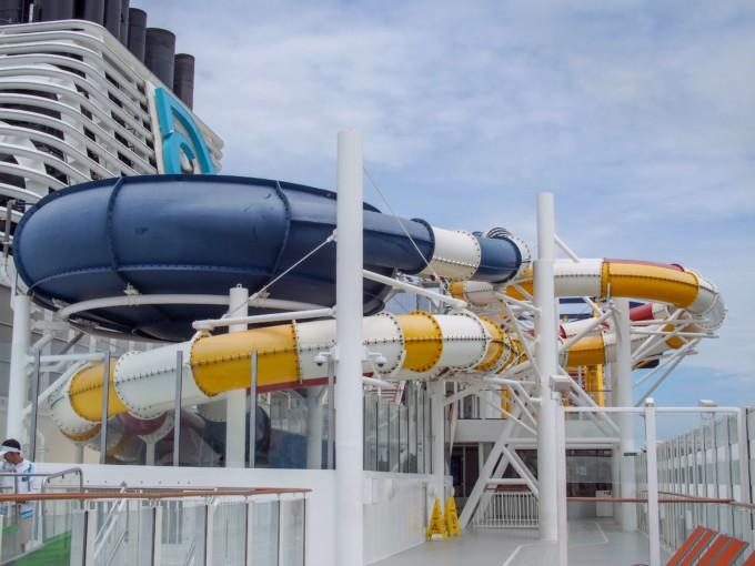 クルーズ船内のスライダー