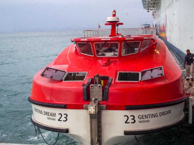 クルーズ船のミニボート