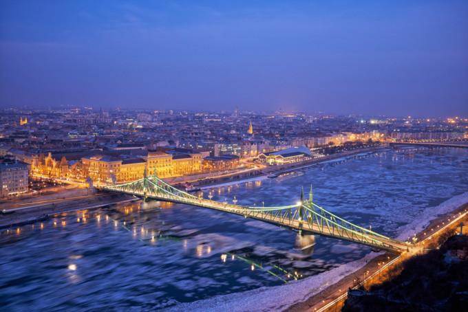 ブダペスト・モルダヴの夜景