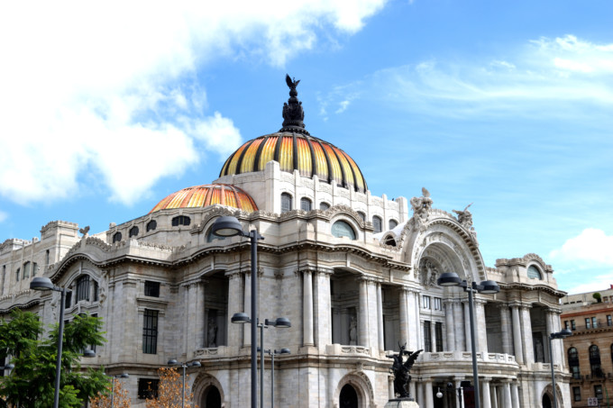 メキシコにあるベジャス アルテス宮殿