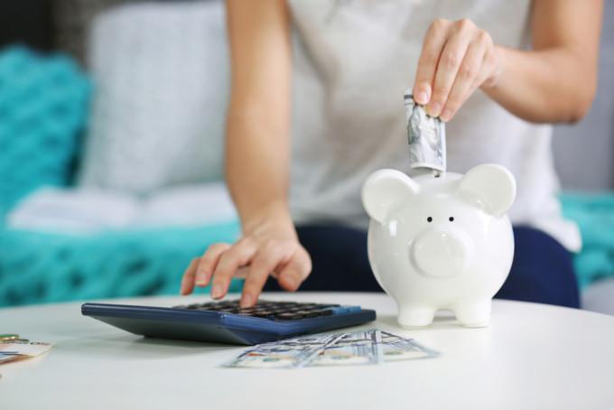 豚の貯金箱で節約する