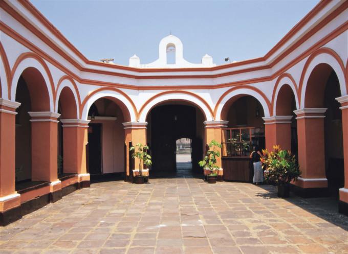 リマのロス・デスカルソス修道院