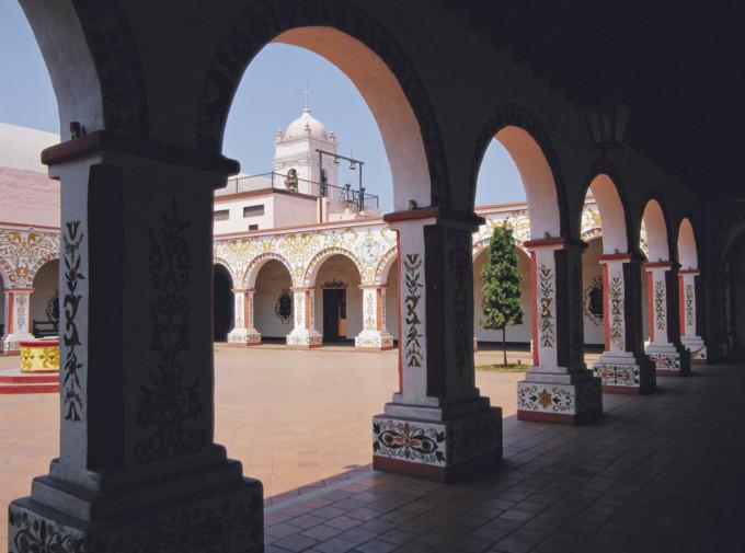 リマのサンペドロ教会の内観
