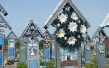 お墓でパーティー!ルーマニアの「世界一陽気なお墓」に行ったら死に対する考え方が変わった