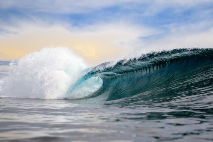 美しい大きな波
