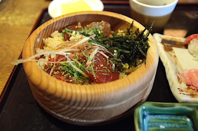 伊勢志摩の海の幸を「手こね寿司」で堪
