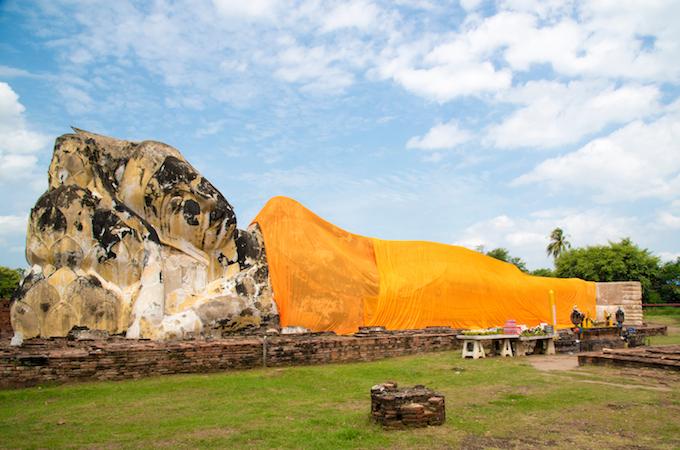 巨大寝釈迦仏