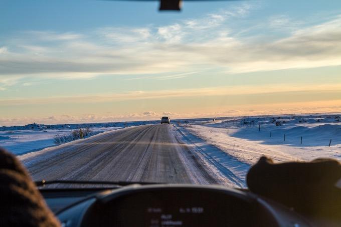 除雪車に追い越される時は、左車線へ(普段は右車線)