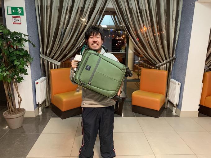 22時30分、ホテルにロストした荷物が届きました