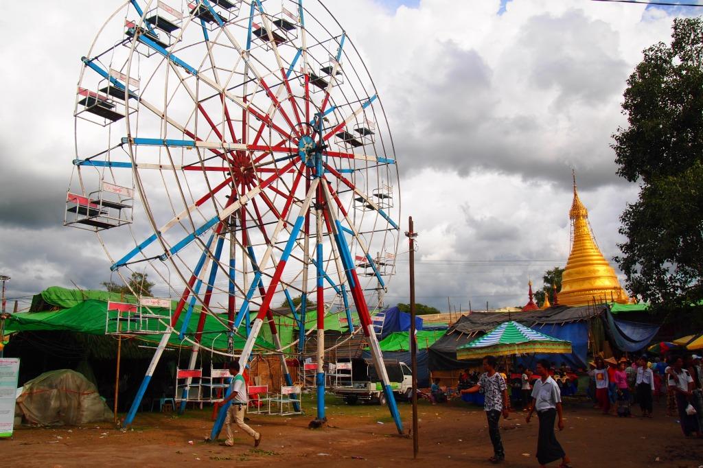 ミャンマー タウンビョン精霊祭 観覧車