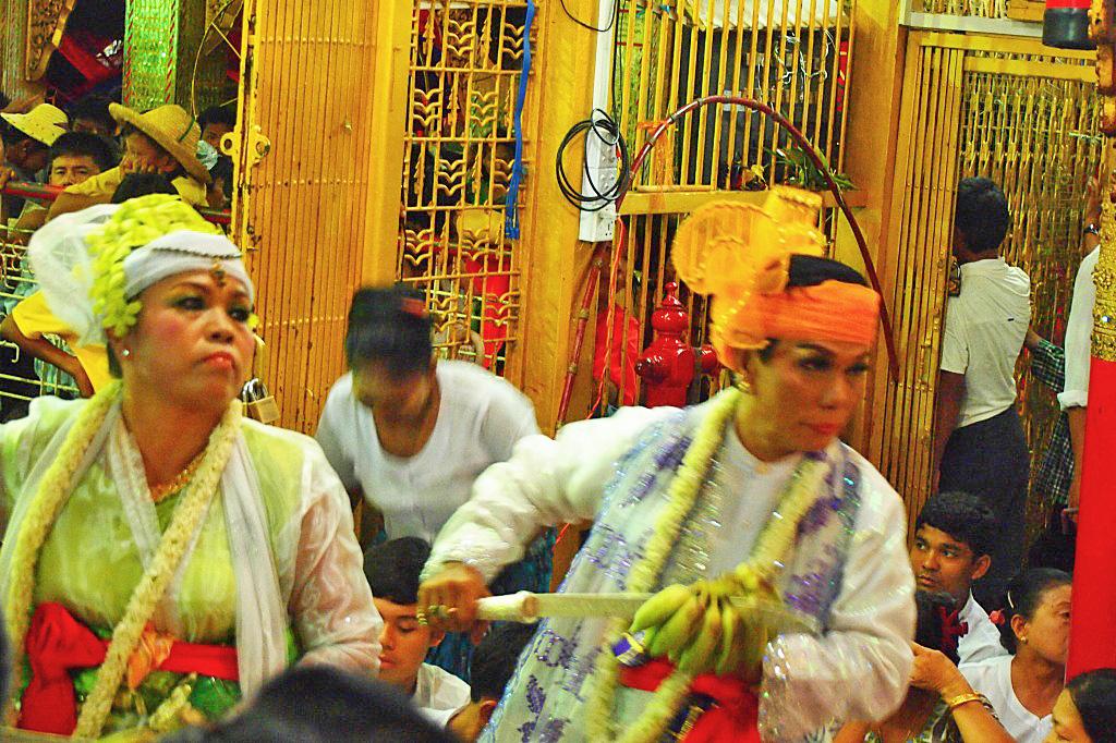 ミャンマー タウンビョン精霊祭 ナッカドー