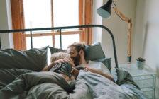 初めてのお泊り旅行!ベッドはツインとダブルどっちが良い?