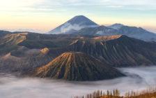 言葉が出なくなるほどの超絶景。インドネシアの火山「ブロモ・イジェン」トレッキングツアー