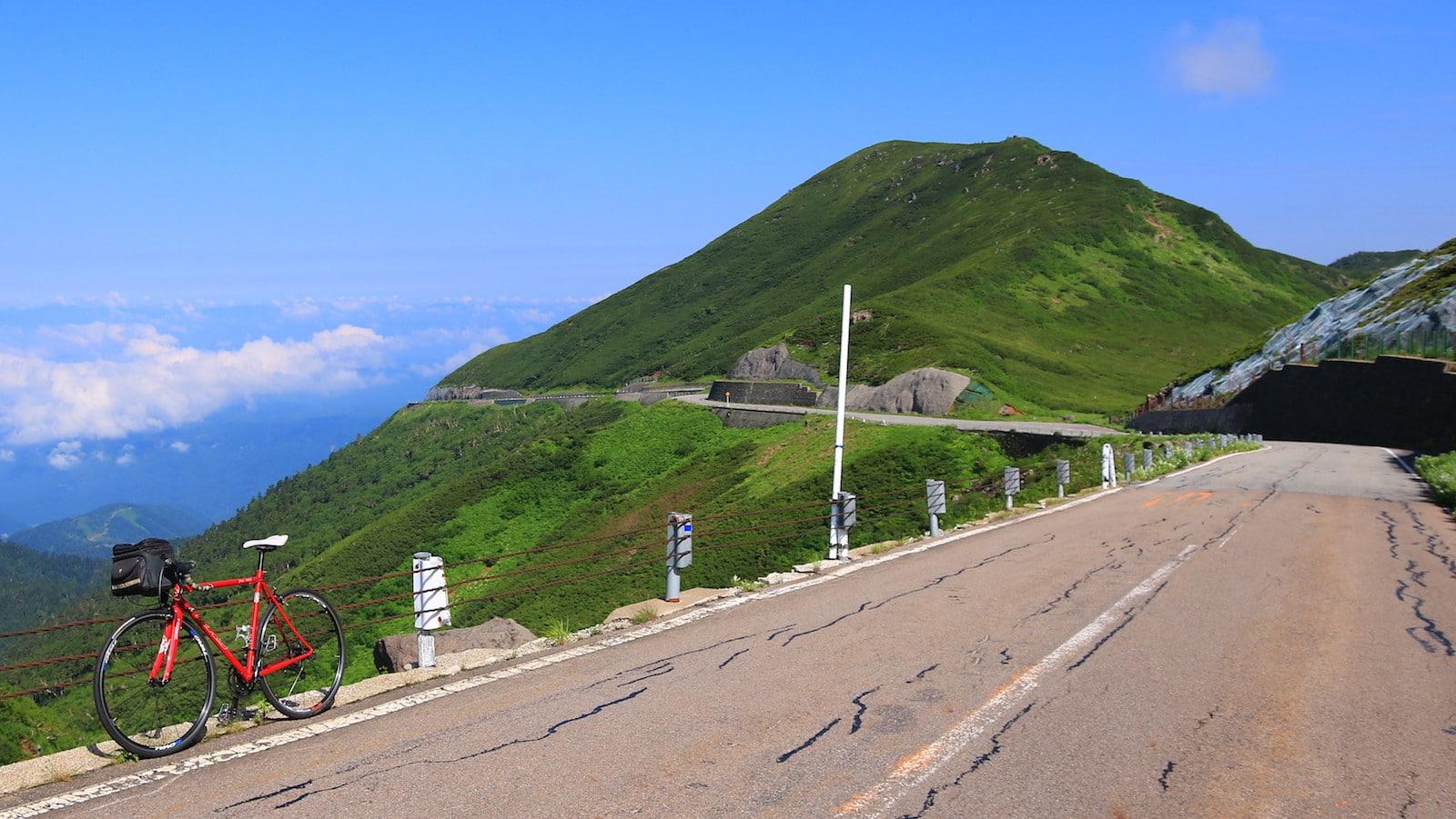 名もなき絶景を駆け抜ける。日本中を旅して見つけた「瞬間の絶景道」10選