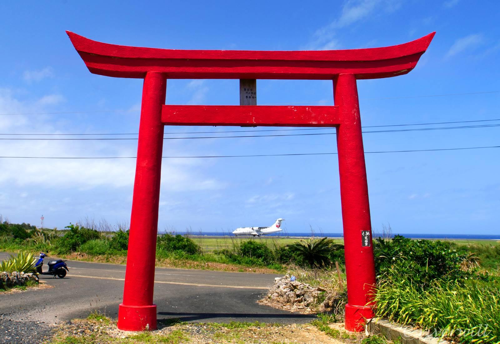 岬大明神でJAL機と鳥居のコラボ