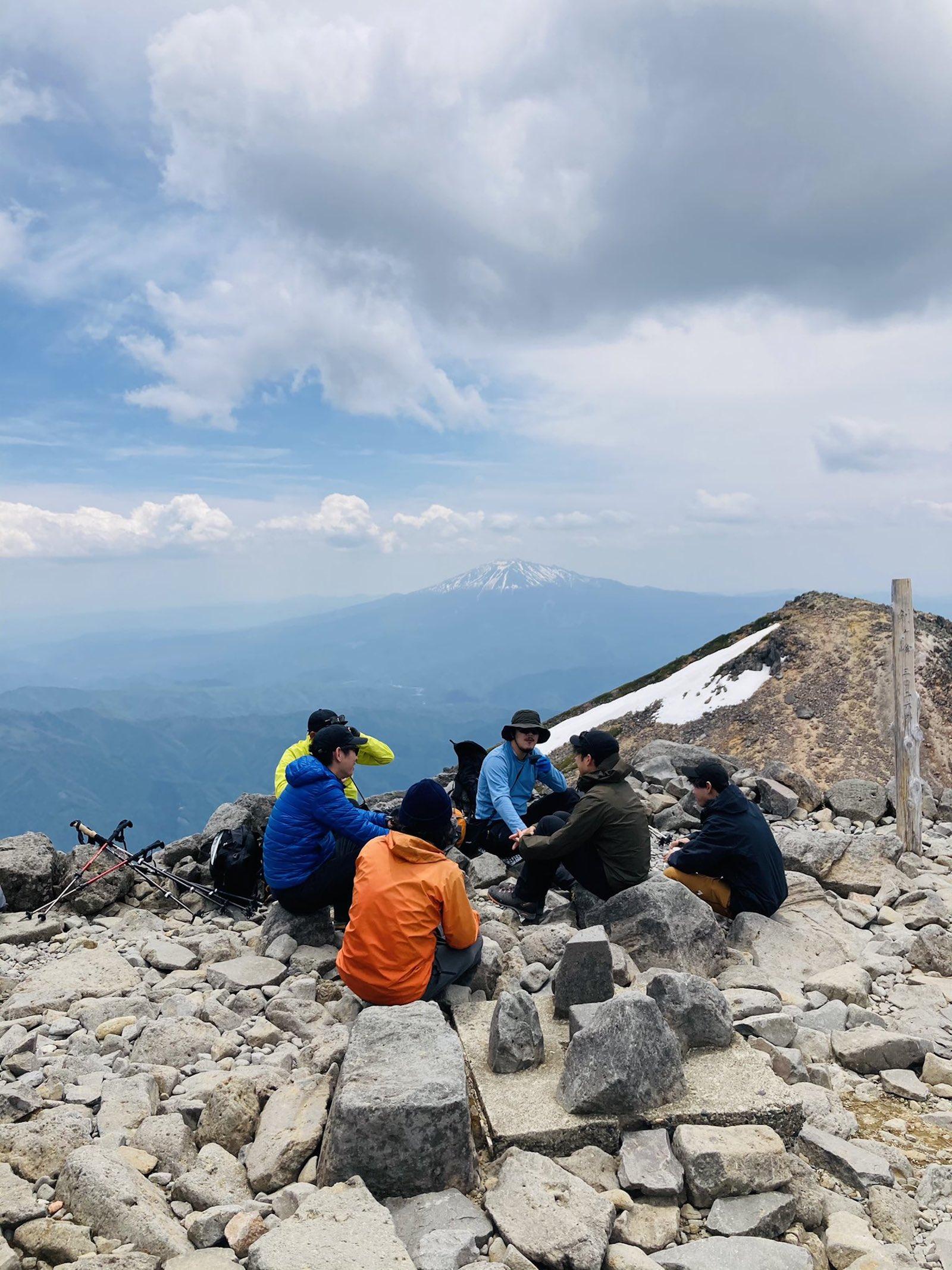夏の乗鞍岳山頂での様子