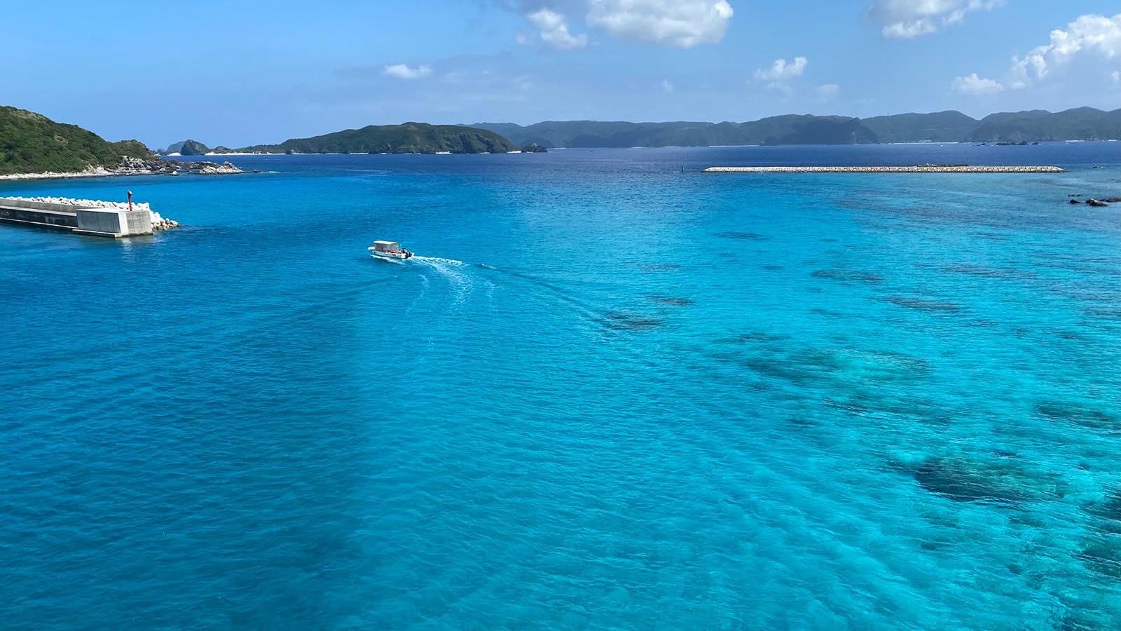 沖縄県阿嘉島の海