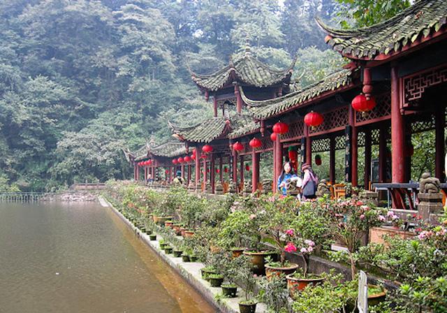 青城山と都江堰水利(灌漑)施設