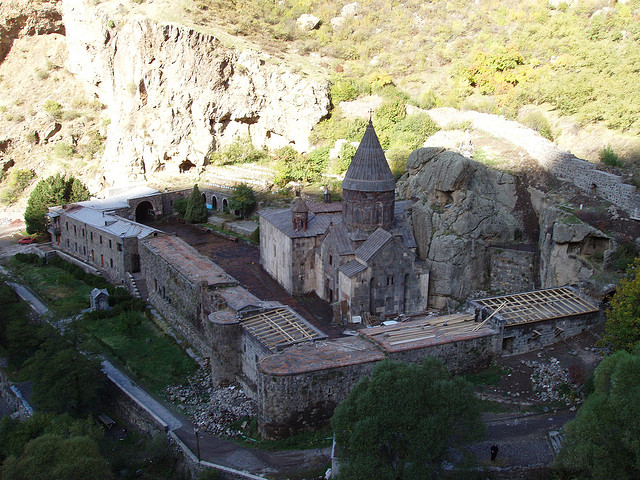 ゲハルト修道院とアザート川上流域