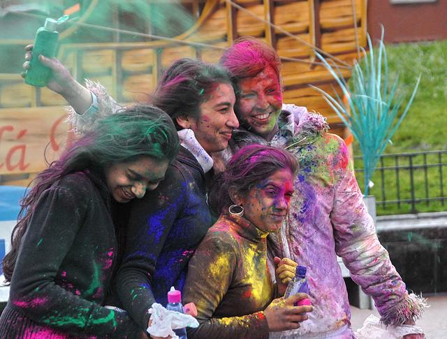 インドのホーリー祭って何?