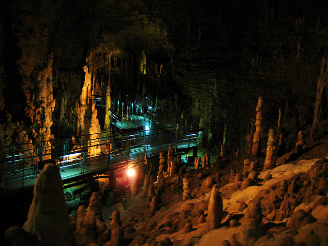 世界の洞窟