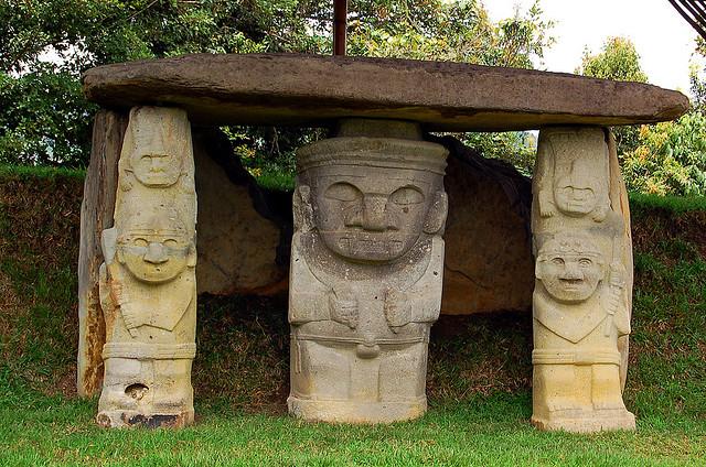 サン・アグスティン遺跡公園