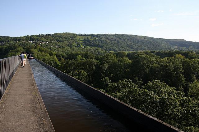 ポントカサステ水路橋と運河