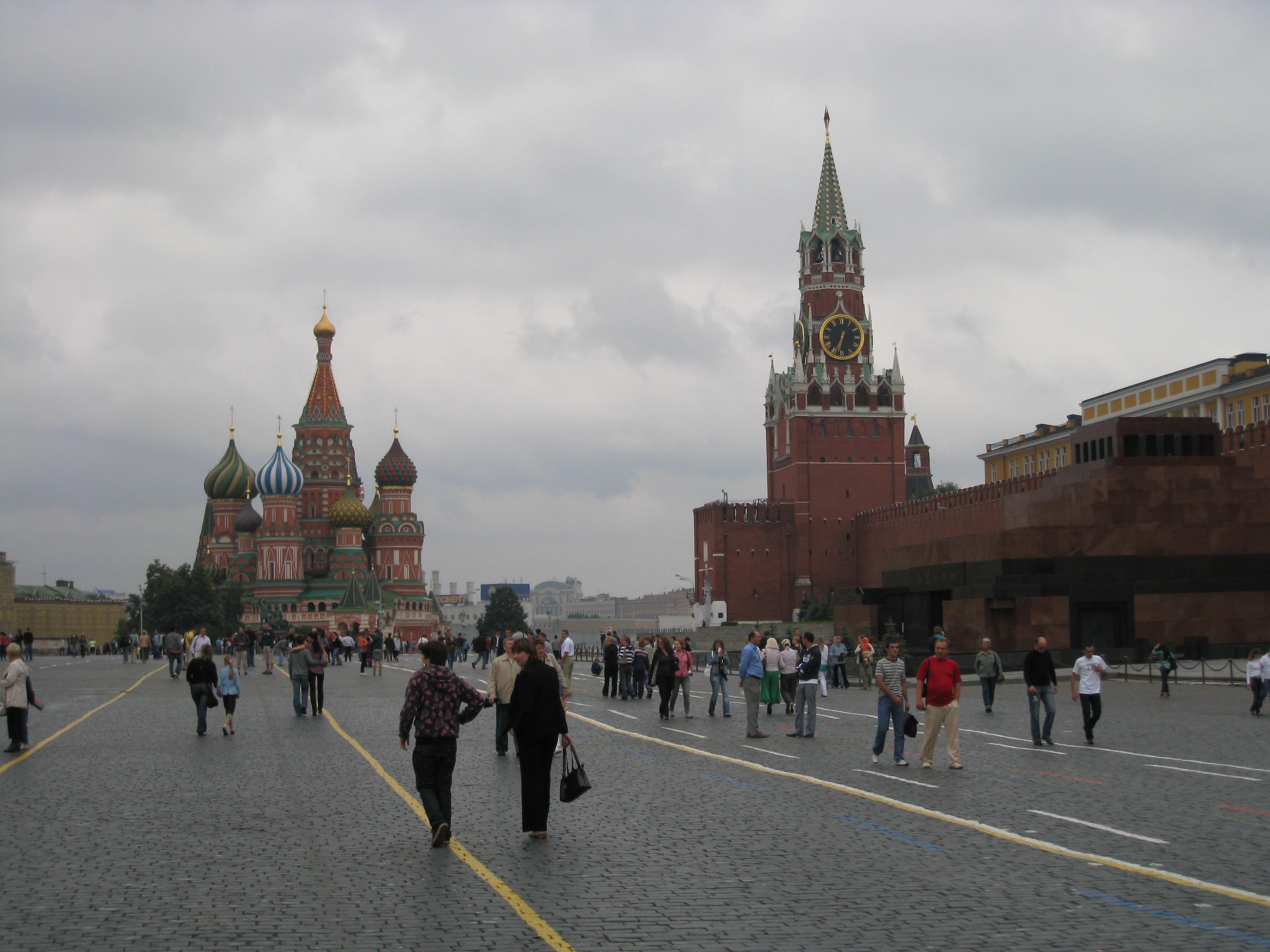 モスクワにある赤の広場は映画にも登場する観光地