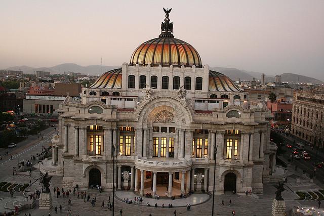 メキシコ・シティ歴史地区とソチミルコ