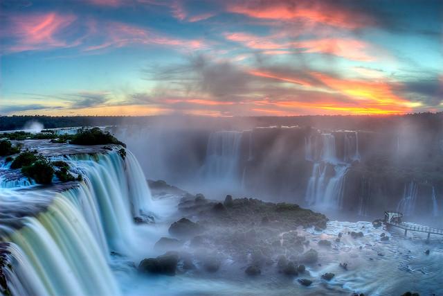 世界最大の滝で有名なイグアス国立公園