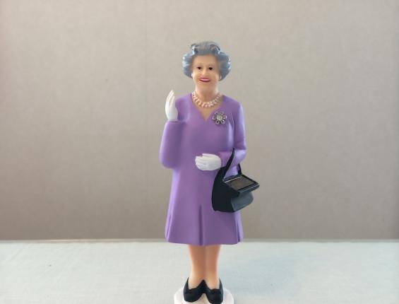 エリザベス女王人形