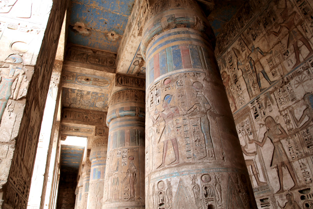 エエジプトで人類の歴史に浸ってみては?
