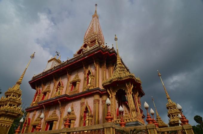 プーケットの中で一番信仰の深いワット・チャロンという寺院です。